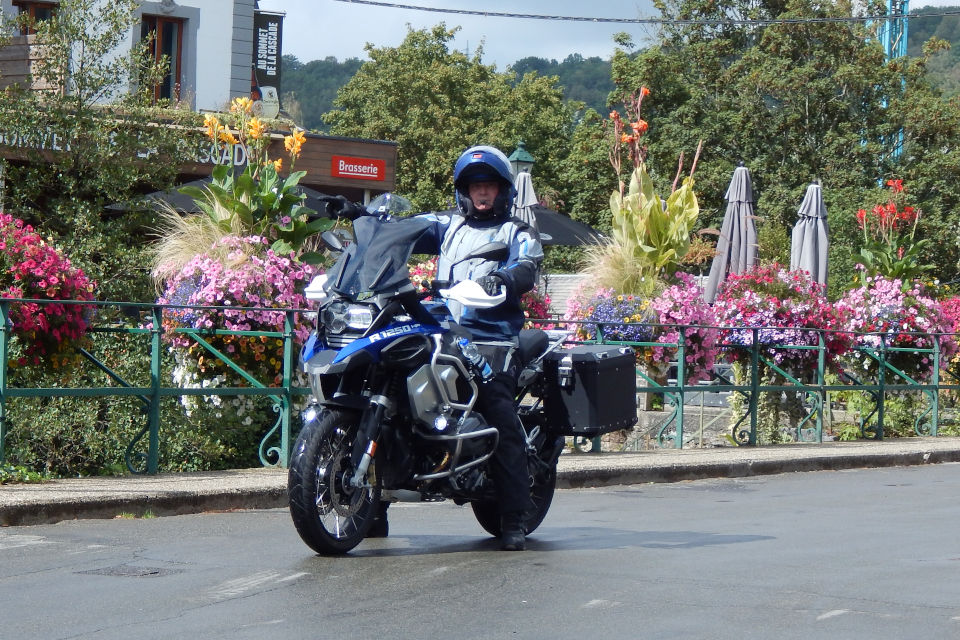 Motorrijbewijspoint Leiden examengarantie AVB en AVD